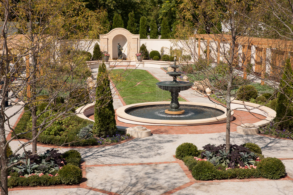 A garden with a large fountain in the center