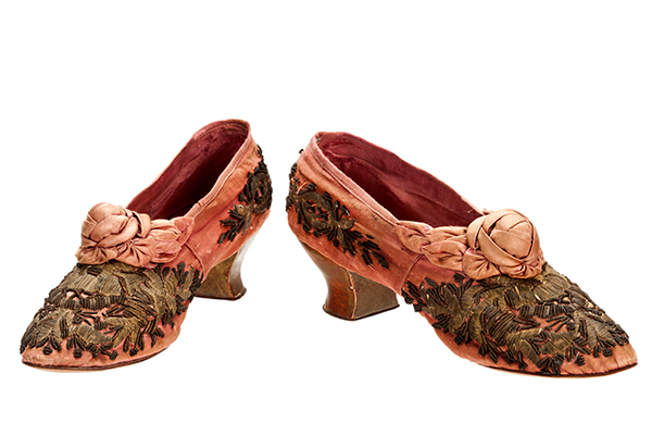 Floral shoes with pink details